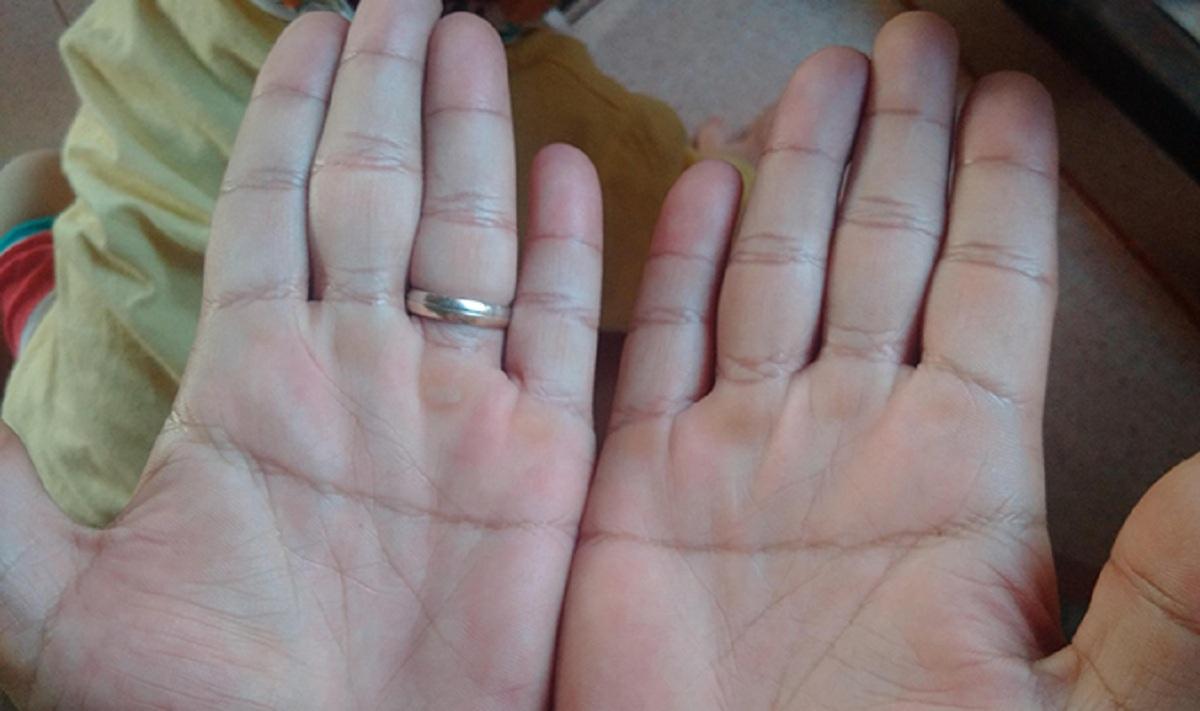 Đường chỉ tay chữ nhất nằm một đường thẳng ở giữa bàn tay